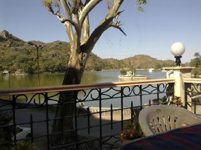 Hotel Lake Palace, Mount Abu