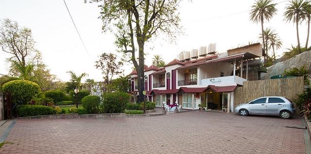 Hotel Silver Oak, Mount Abu